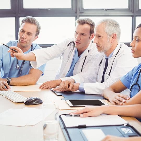 Logibec-home-medical-team-meeting