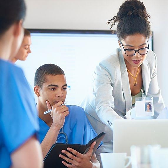 Logibec-ContinuumCore-doctor-nurses-computer-screen