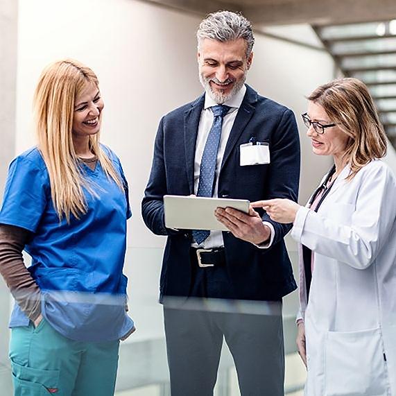 Logibec-why-logibec-two-doctors-one-nurse