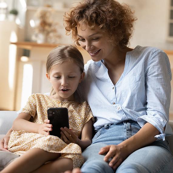 Logibec-virtual-care-platform-mother-daughter-smartphone