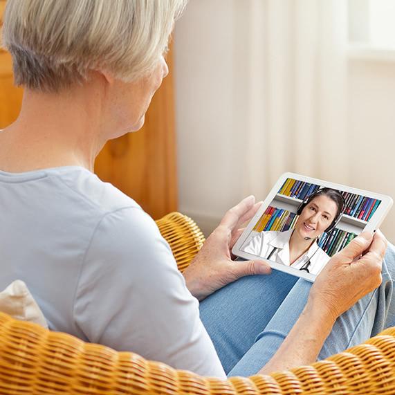 Logibec-virtual-care-platform-senior-lady-tablet